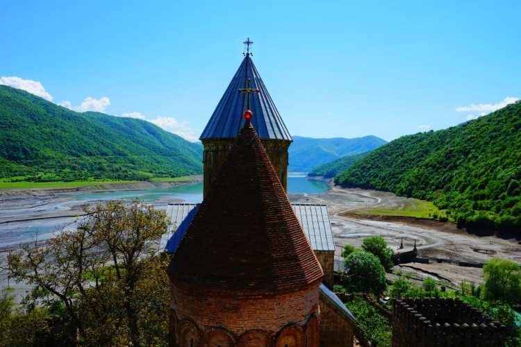 sightseeing Georgia Ananuri fortress