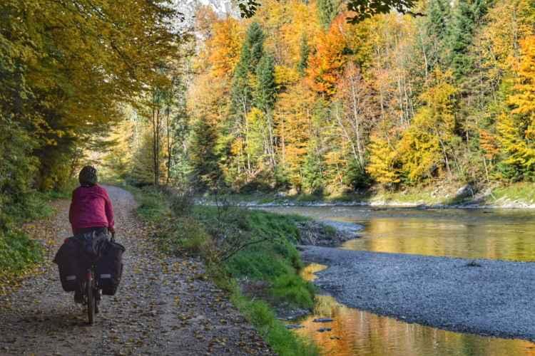 dunajec river cycling path