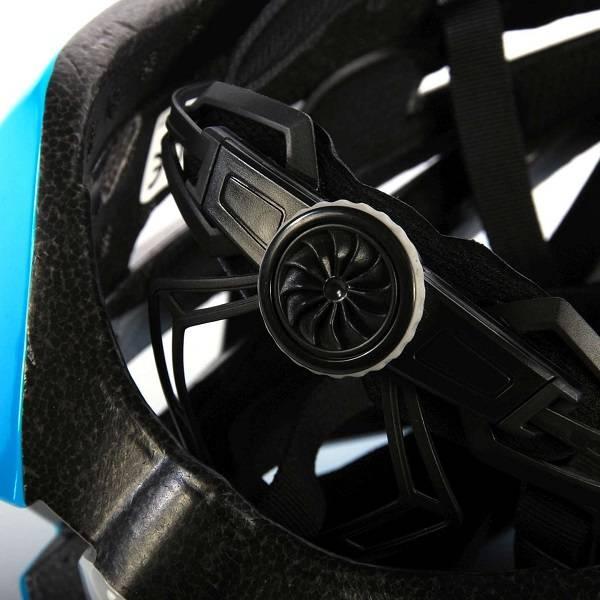 Salutoni dame cykelhjelm i smart sort, pink, hvid og blå farvekombination - billede af justering