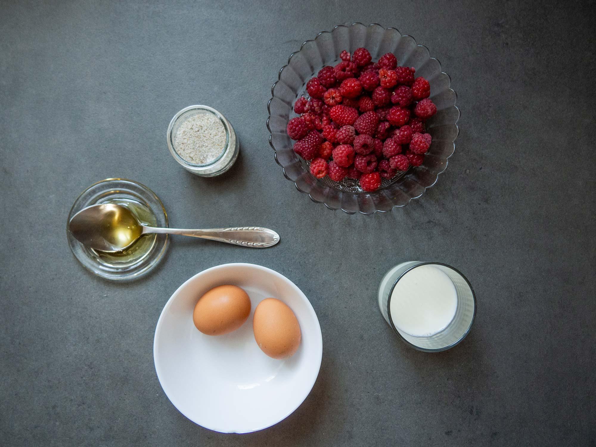 Ingredient: raspberries, eggs, milk, oil, sal