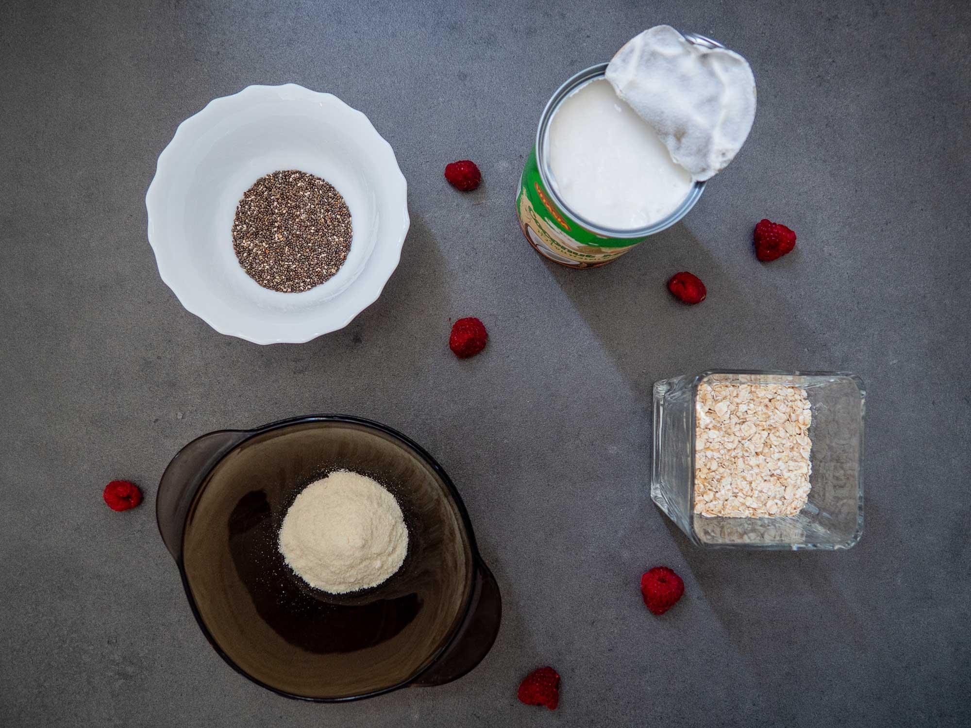 Oat Flakes, coconut milk, chia seeds