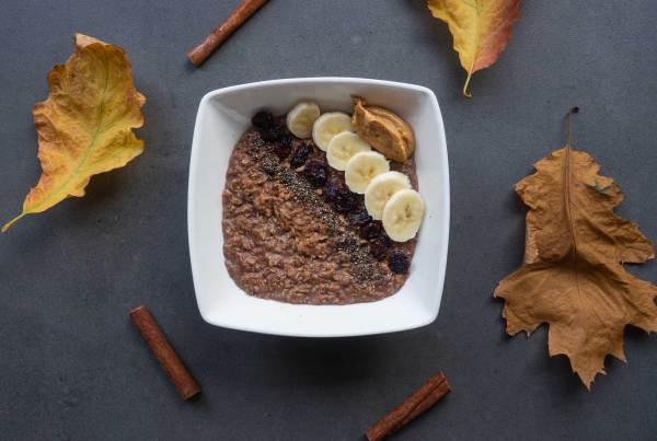Cocoa porridge with chia and peanut butter