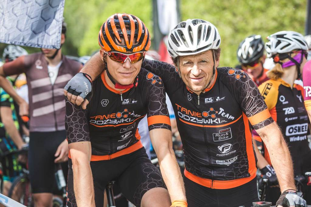 2 Masters cyclists