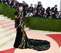 Katy-Perry-at-The-Metropolitan-Museum-of-Arts-COSTUME-INSTITUTE-Benefit