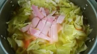 コンソメスープの入った鍋