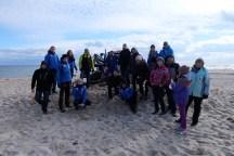2016.03.19 - Ogarnij plażę na wiosnę. Po robocie - zdjęcie z ciągnikiem musi być. Dziękujemy Panom z ZZOM Hel :)