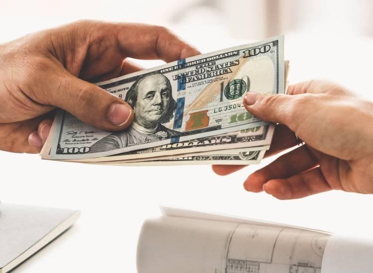 Bancos estadounidenses establecen límites de retiro por escasez de efectivo