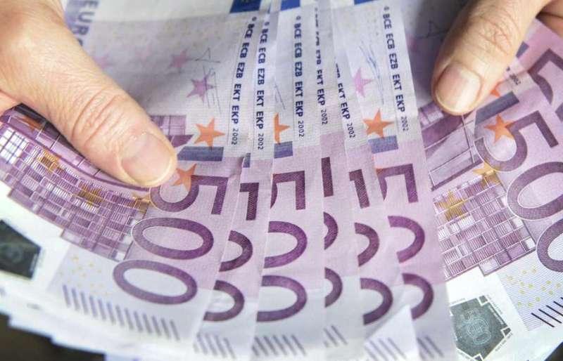Zapłacimy prowizję za trzymanie pieniędzy w banku?