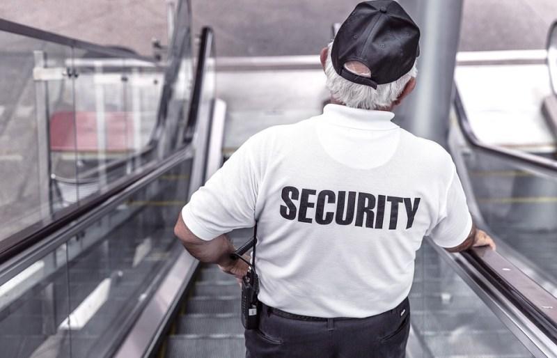 Brakuje pracowników ochrony w szkołach