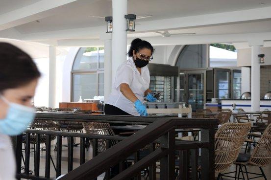 Coronavirus: Κλήση για εμβολιασμό προσωπικού εστιατορίων και μπαρ