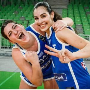 Η Eliana Kristinkin στην Κεντρική Τράπεζα για να κερδίσει ένα εισιτήριο για το Ευρωμπάσκετ.