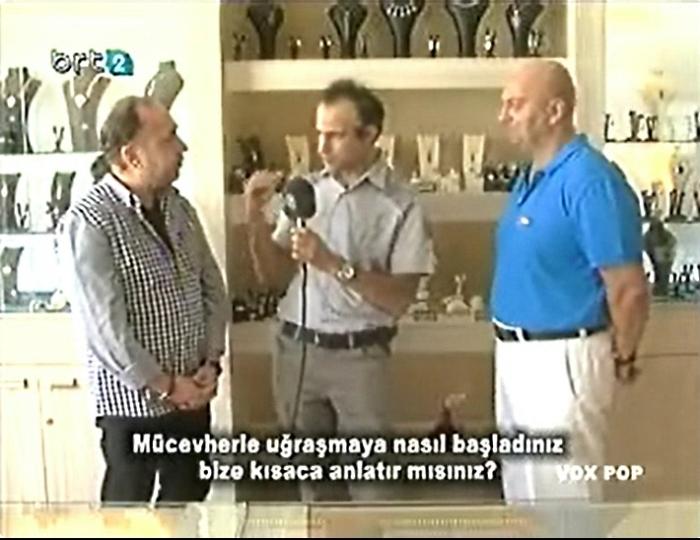 Engin talks to Aras and Seran at the Secret Window