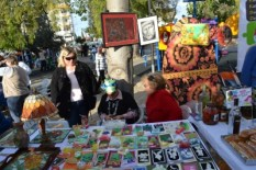 Art and Craft is here to choose - Christmas comes to Baris Park 2011