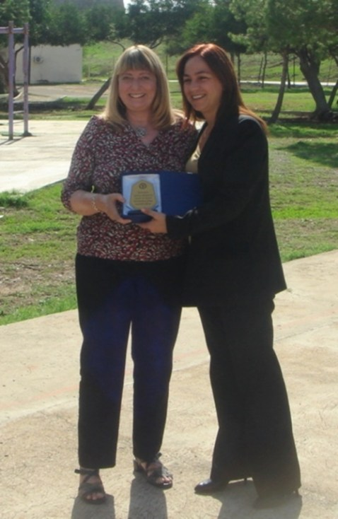 Lesley Fairley of CiNF receives a plaque in thanks for the support and donations made to the school
