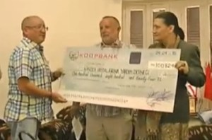 Presentation of the EFRaR cheque to Tulips