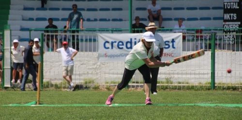 Lynn Holman scoring a 4 off Mouflons bowler Masooma with umpire Tom Shirley in the background.