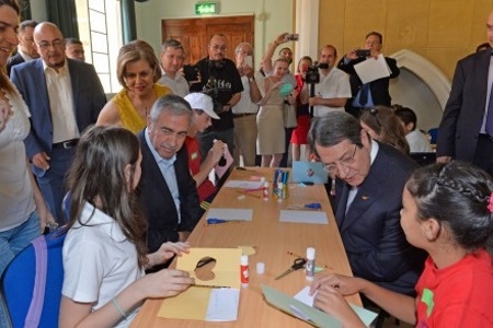 Akinci and Anastasiades at children's event