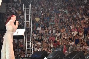 Candan Erçetin and Kardeş Türküler concert (8)