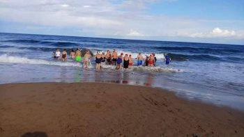 AcapulcoBeach Christas Day swim (2)