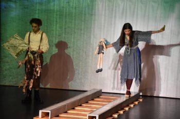 Çökme Tehlikesi Var Girne'de sahnelendi (2)