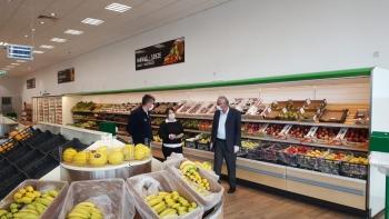 Girne Mayor Güngördü and Municipality Police Teams checked Markets (5)