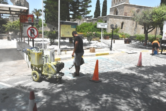 Girne streets have safety markings painted (1)