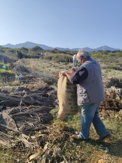 ÇADER volunteers clean up Cornaro Beach (1)
