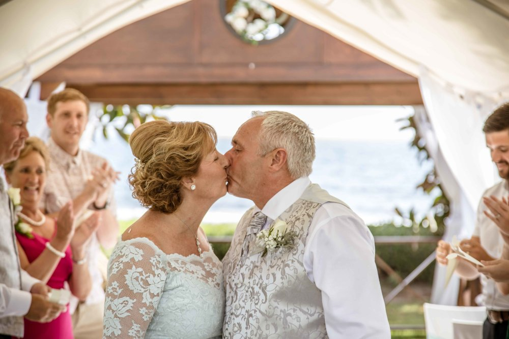 A Lovely Wedding and a Gorgeous Couple!!