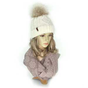 czapka-zimowa-ecru-z-pomponem