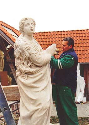 Sculptors plan to erect statue of the Virgin Mary in Prague blocked by officials - Czech Points