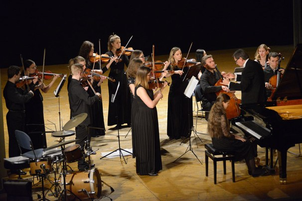 yana petrushenko z Moskwy i accademia dell'arco chamber orchestra