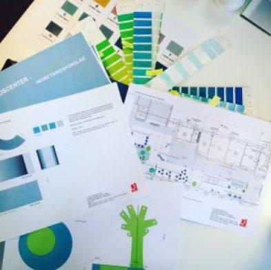 Indretning af Sundhedscenter i Kolding D-sign Tegnestuen #designtegnestue #sygehusindretning #farvesætning #sygehusinventar