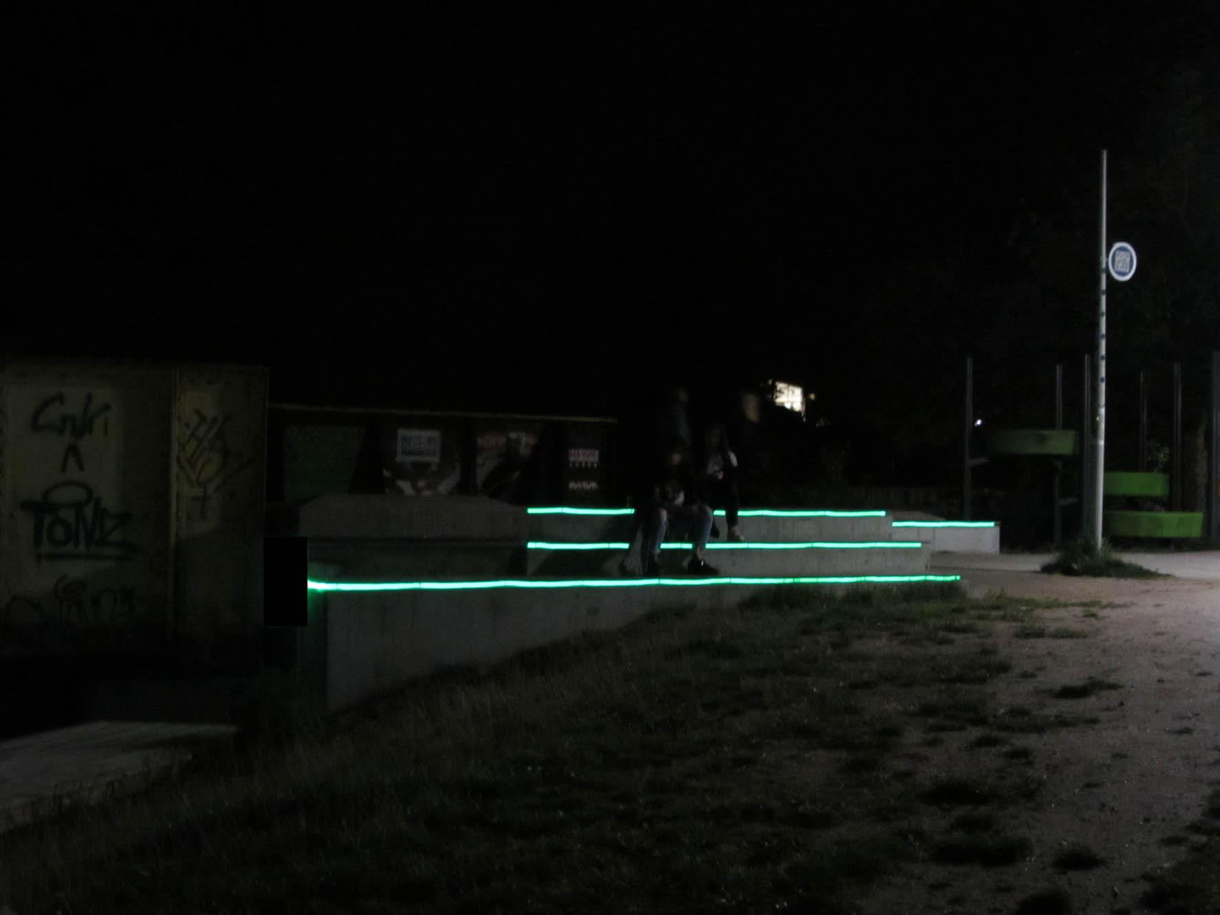 ... ved den farvede bro ved Kolding Å. D-sign Tegnestuen har stået for design og projektering for Kolding Kommune. Roblon Lighting har leveret fiberlyset og ... & Byrum - D-sign Tegnestuen
