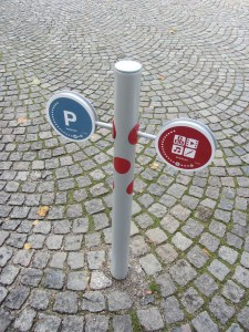 specialdesignede pullert til wayfinding i byens rum udført af D-sign Tegnestuen og Designtegnestuen
