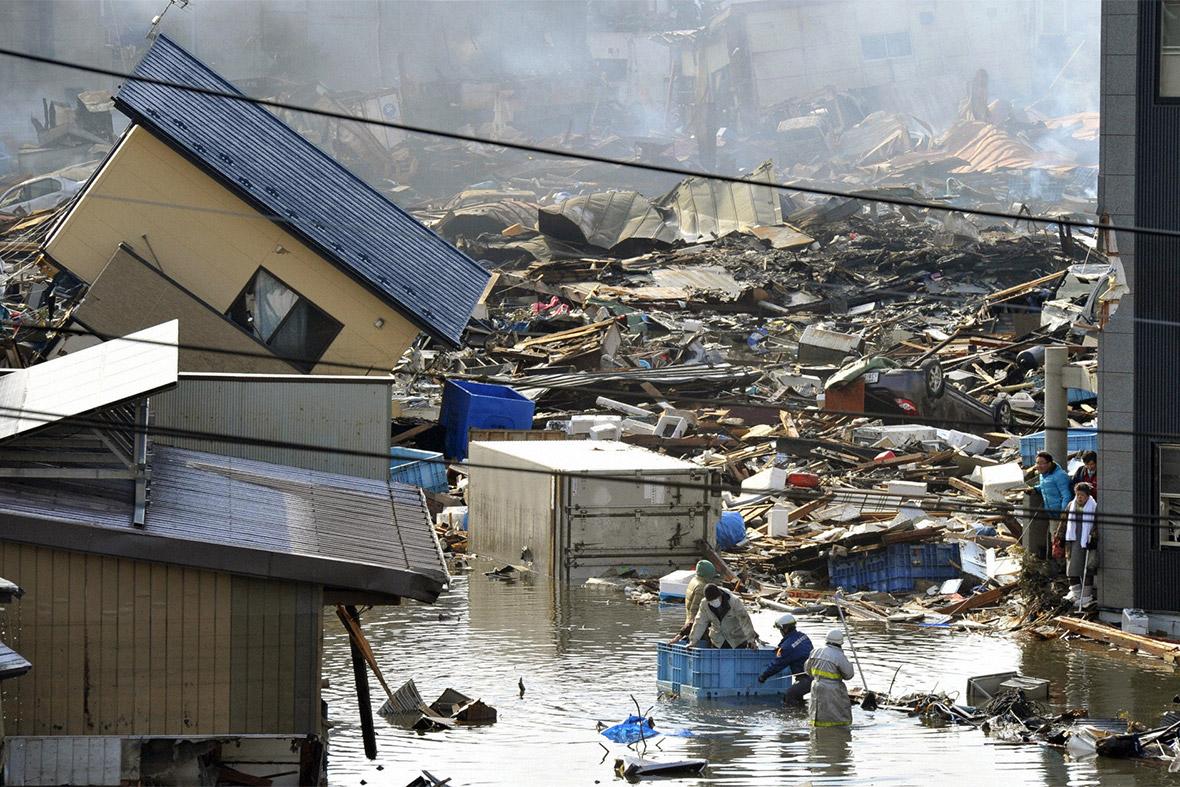 Japan Earthquake And Tsunami 30 Powerful Images