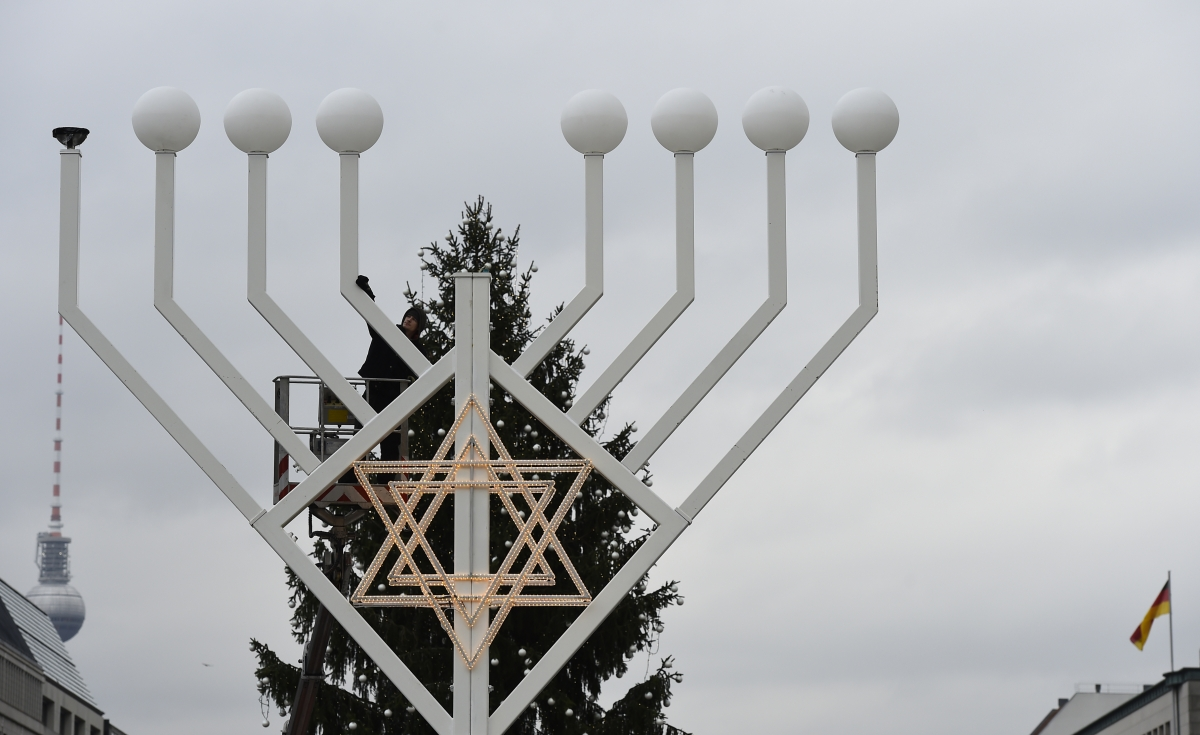Why Christmas Eve And Jewish Holiday Hanukkah Land On Same