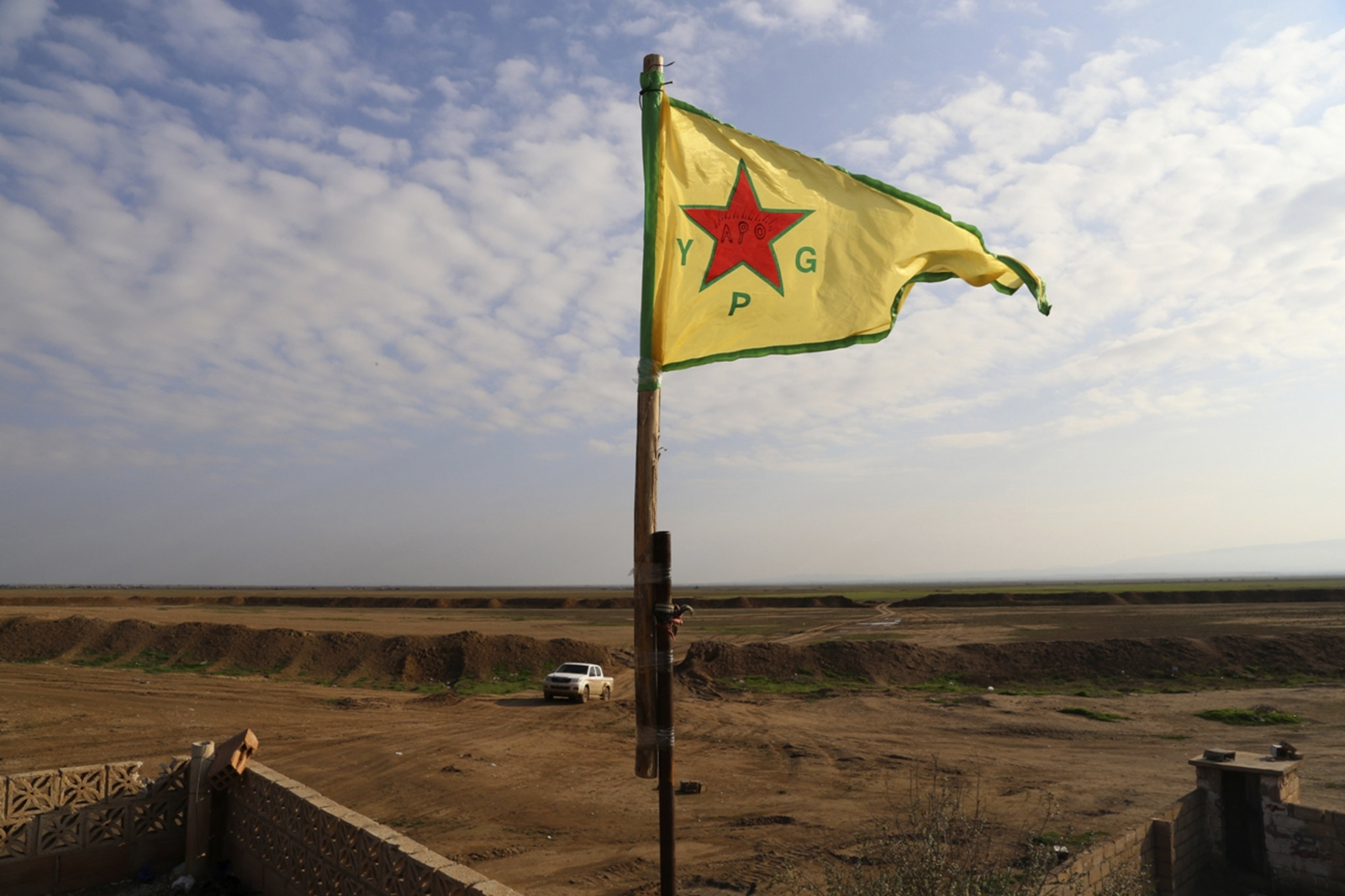 Kurdish Flags Flying Over Liberated Euphrates Dam Stoke Ethnic Tensions In Syria