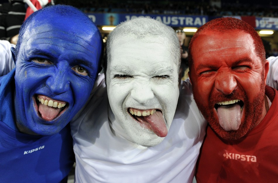 https://i2.wp.com/d.ibtimes.co.uk/en/full/177997/france-supporters-pose-photo-before-start-their-rugby-world-cup-final-match-against-new-zealand.jpg