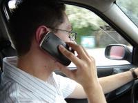 Fot. M.Pobocha: Używanie telefonu komórkowego podczas prowadzenia samochodu jest zabronione. Mandat wynosi 200 zł i 2 punkty karne.