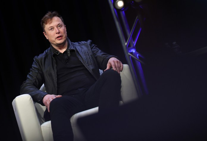 Elon Musk Offers Russia Some Tips on Reusable Rockets After Roscosmos  Announces $880m Plan