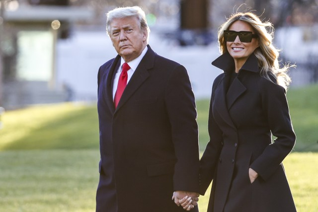 donald and melania trump on south lawn