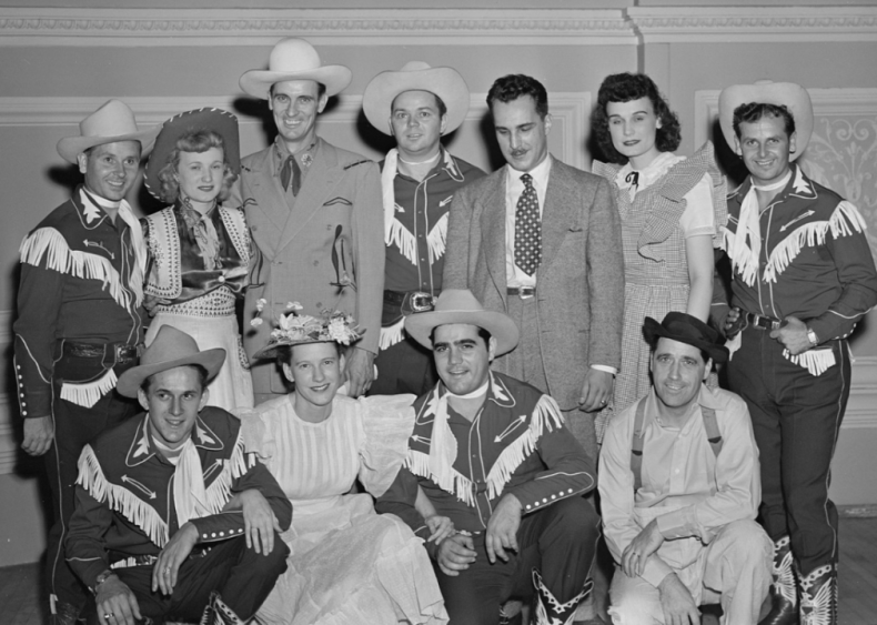 1940: Minnie Pearl joins the Grand Ole Opry