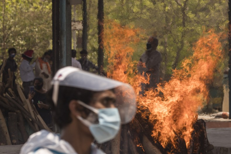 india, covid-19, crisis, funerals