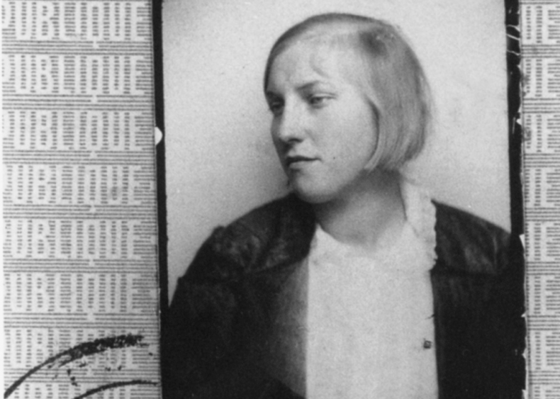 1927: A relationship with the 'Girl Before a Mirror'