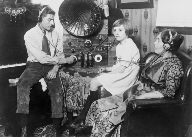 1927 Rose Bowl ushers in radio network programming