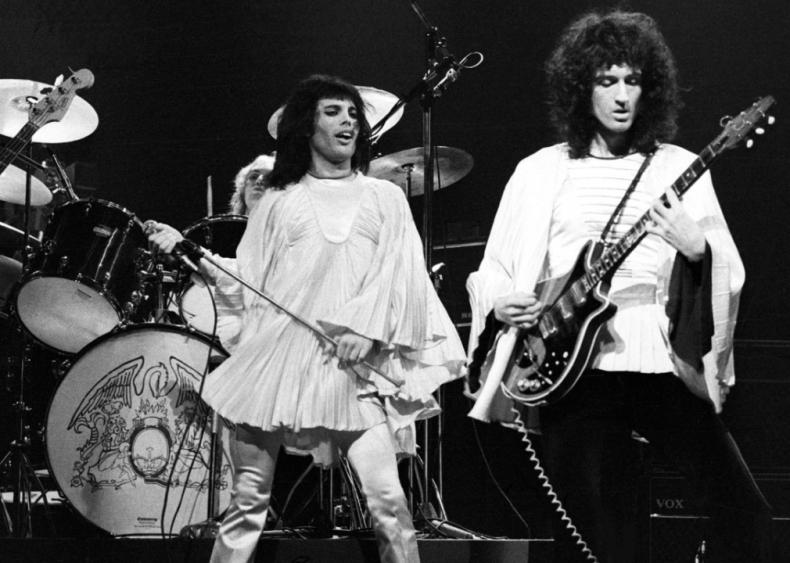 1973: Queen crest