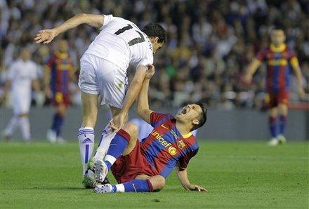 FC Barcelona's David Villa, Right Reacts