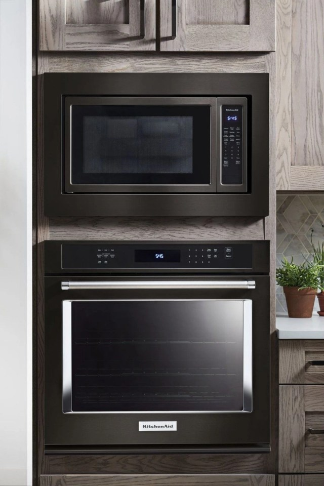 kitchenaid 2 2 cu ft black stainless steel countertop microwave oven kmcs3022gbs