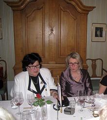 20-v juhlassa badgen saaja Liisa ja toimikauden 2012-2013 presidentti Anne-Maj.