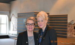 Presidentti Virpi Verho ja past presidentti Anne-Maj Kaartinen valmiina toivottamaan vieraat tervetulleiksi